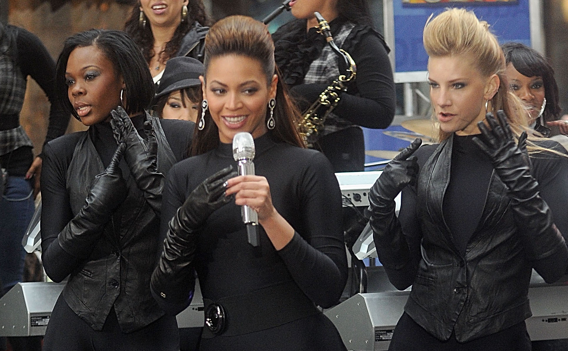"Beyonce Performs on NBC's ""Today"" - November 26, 2008"