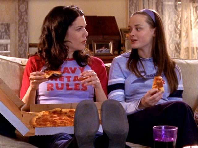 Gilmore Girls' Lorelai and Rory eating pizza