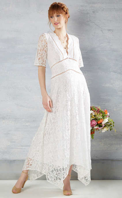 Flowing-to-the-chapel-lace-dress.png