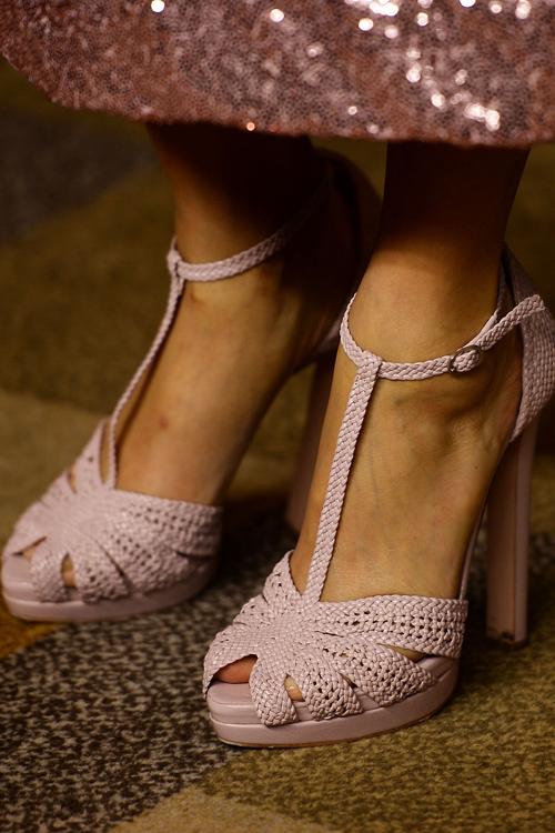 thandie-newton-pink-shoes.jpg