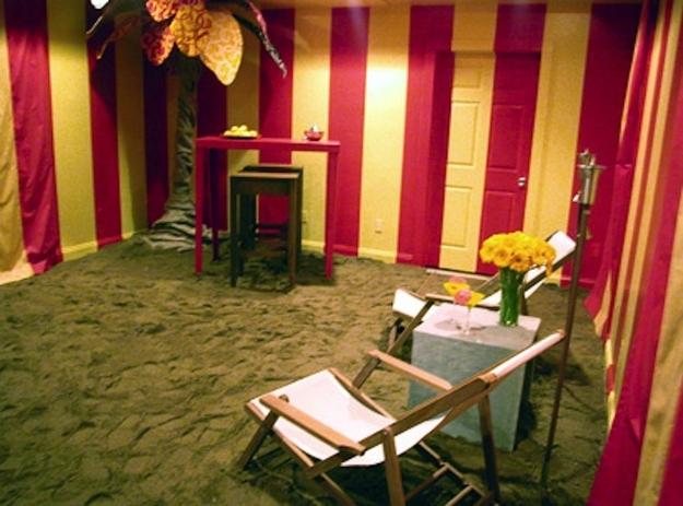 beach-room-with-sand-on-the-floor.jpg