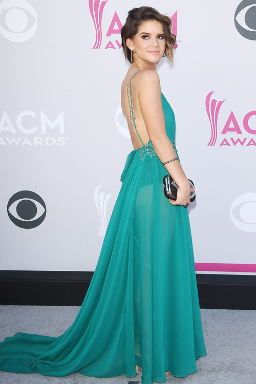 We Are Loving Country Star Maren Morris Asymmetrical Twist On The Pixie Cut Hellogiggles