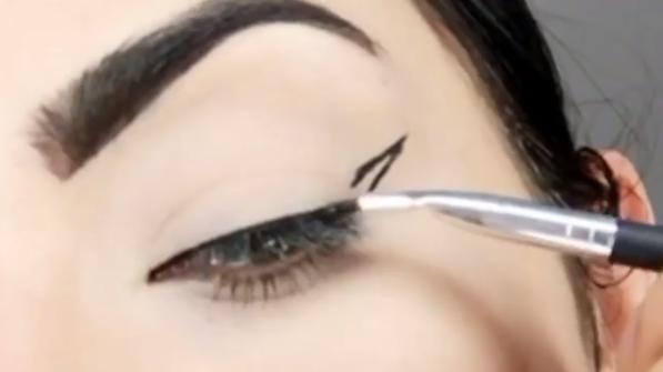 eyeliner-hack.png