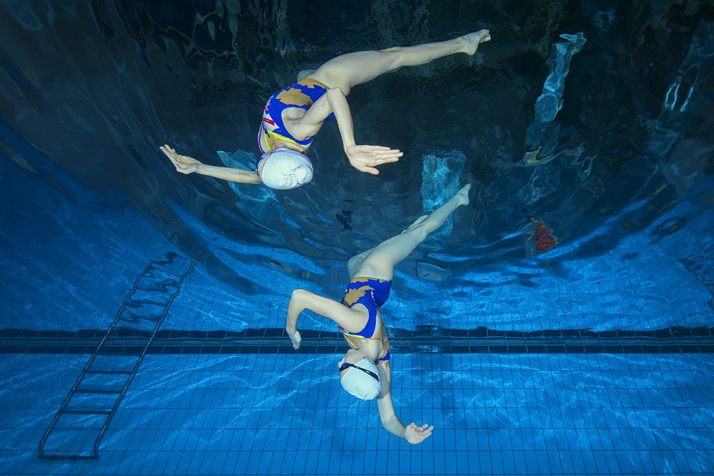 synchronized swimmers Underwater Formations
