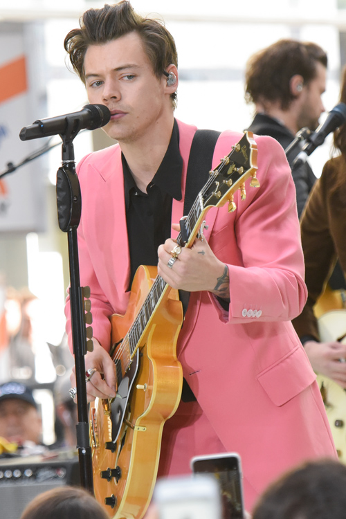 styles-pink-suit-guitar.jpg