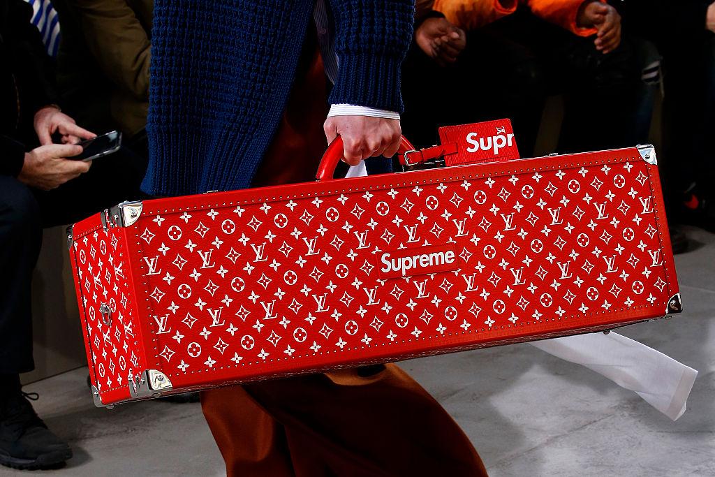 Louis Vuitton: Details - Paris Fashion Week - Menswear F/W 2017-2018
