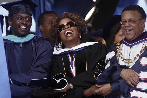 oprah-graduation-commencement-2007.jpg
