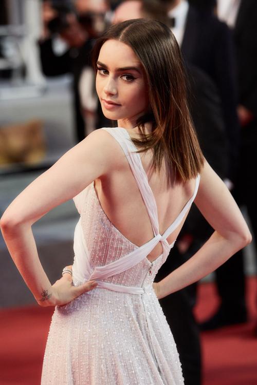 lily-collins-back-dress.jpg