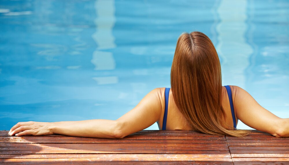 Here S Why Chlorine Can Turn Your Hair Green Hellogiggles