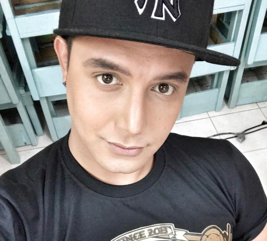 Paolo Ballesteros transformed himself into Wonder Woman