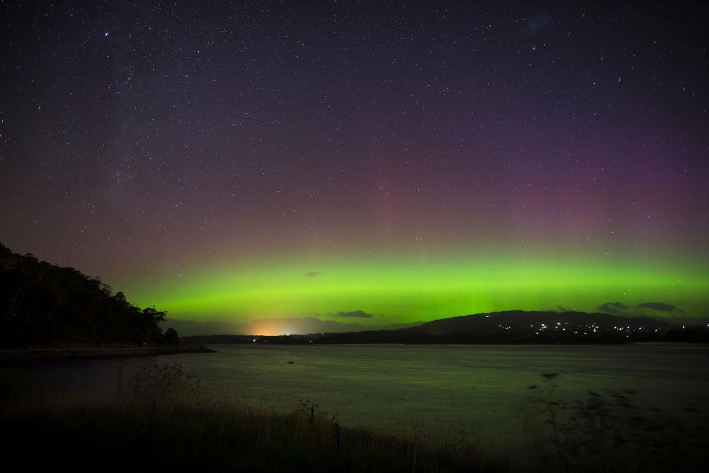 Aurora Australis Lights Up Tasmanian Skies