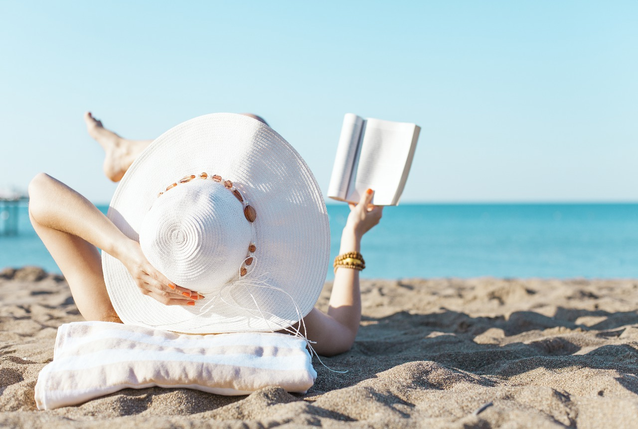 picture-of-woman-reading-a-book-on-the-beach-photo