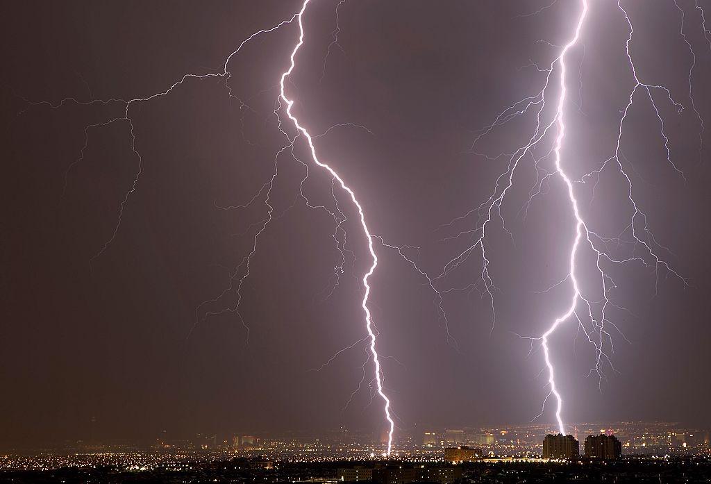lightning strikes building in las vegas