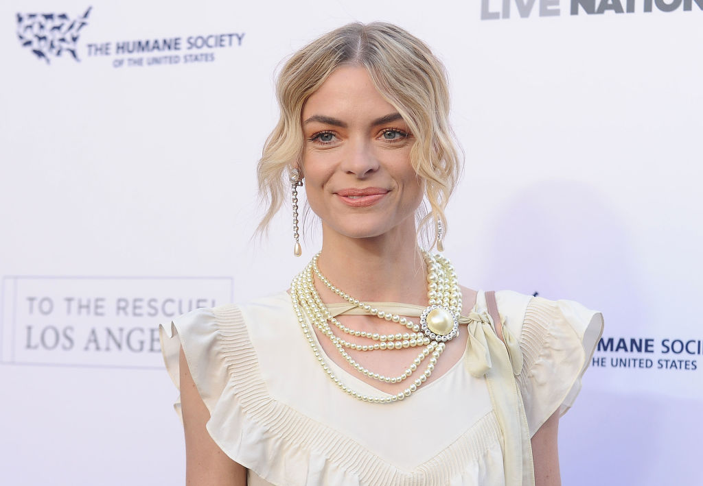 Jaime King wears a white dress.