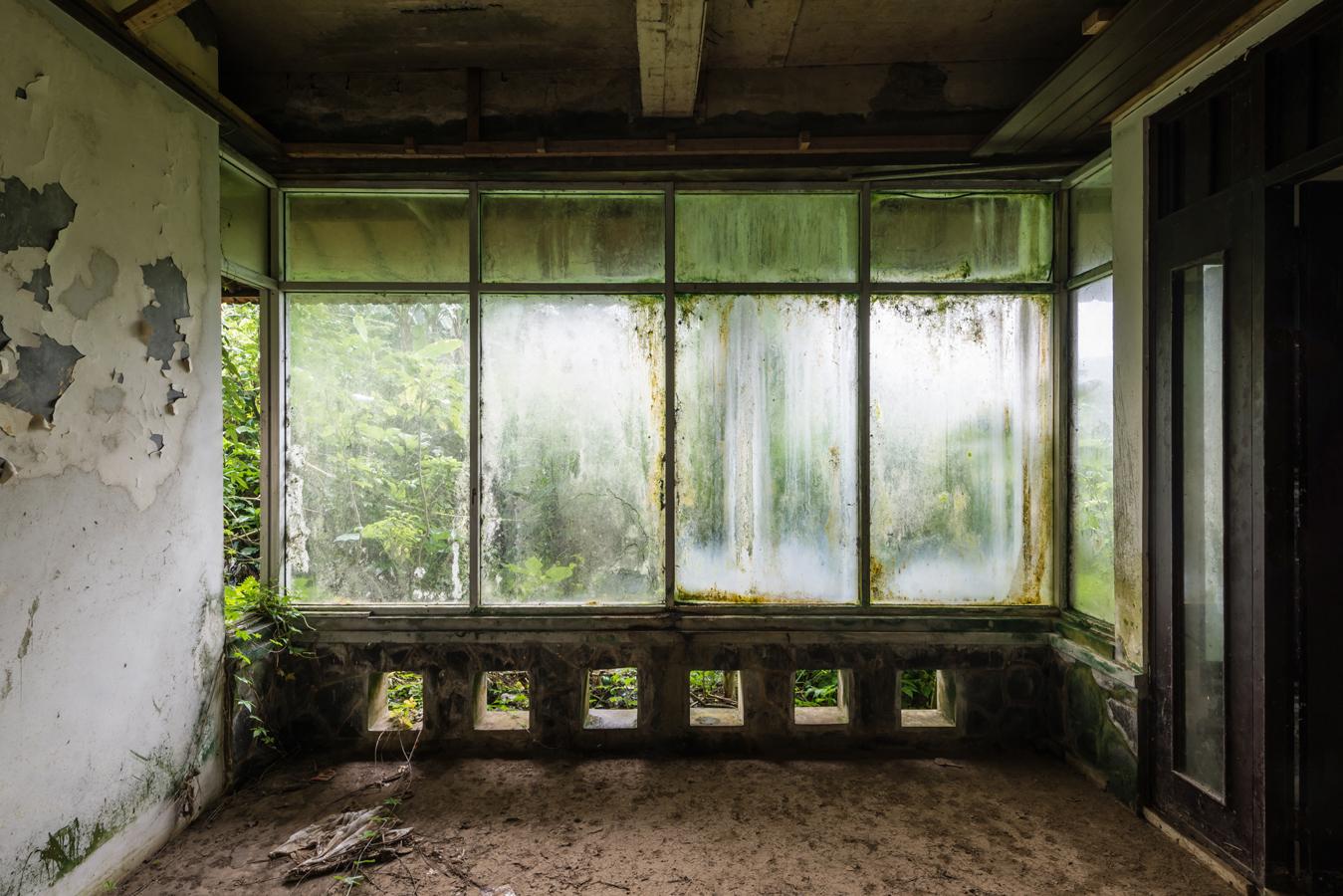 abandonedbalihotelfive.jpg