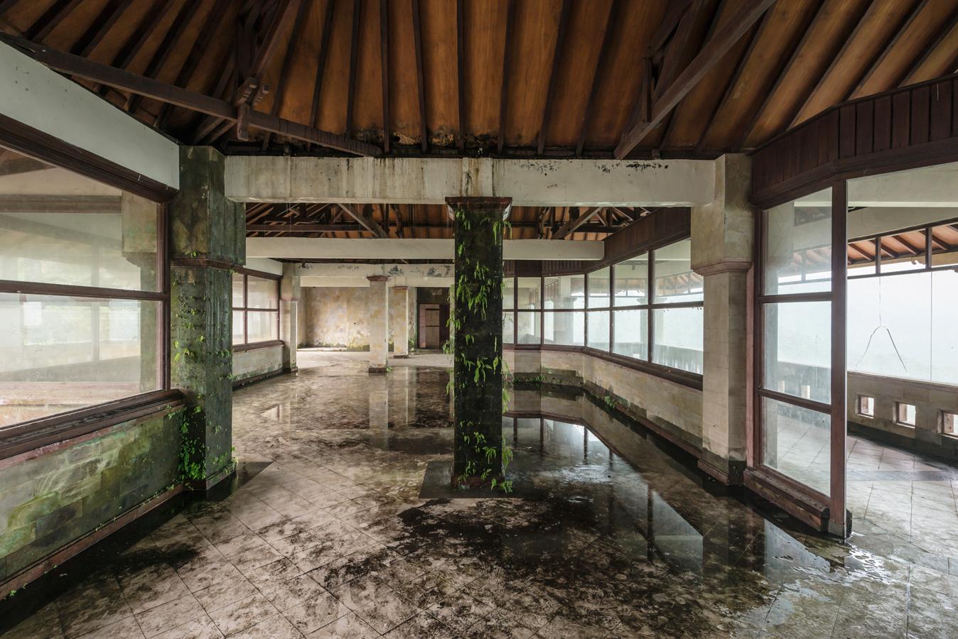 abandonedbalihotelfour.jpg