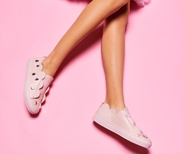 millenialpinksneakers