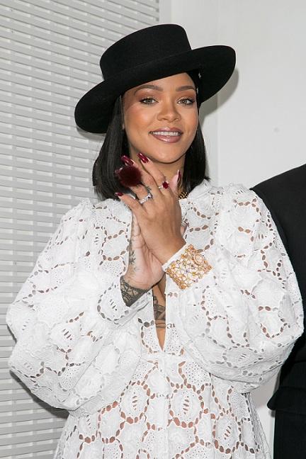CelebrityDoppelgangersRihanna.jpg