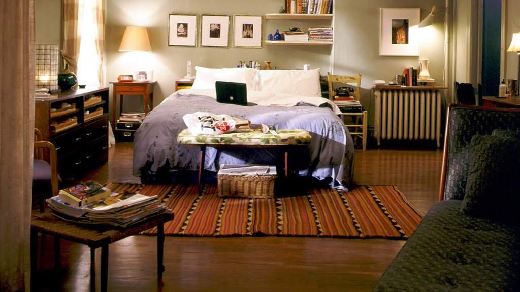 carrie-bradshaws-apartment-bedroom