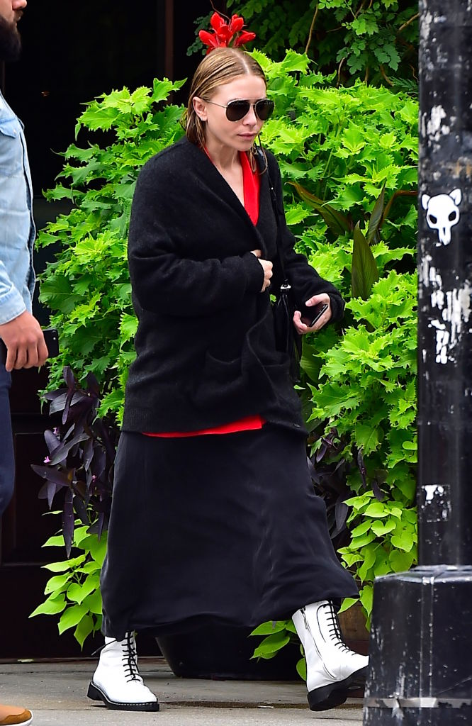 mary-kate-goth-red.jpg