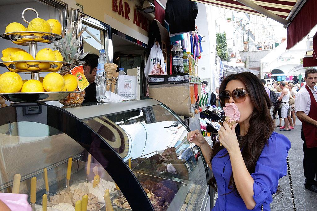 CAPRI, ITALY - SEPTEMBER 18: Kim Kardashian enjoys an icecream at the pier market on September 18, 2010 in Capri, Italy. (Photo by Getty Images/Getty Images)