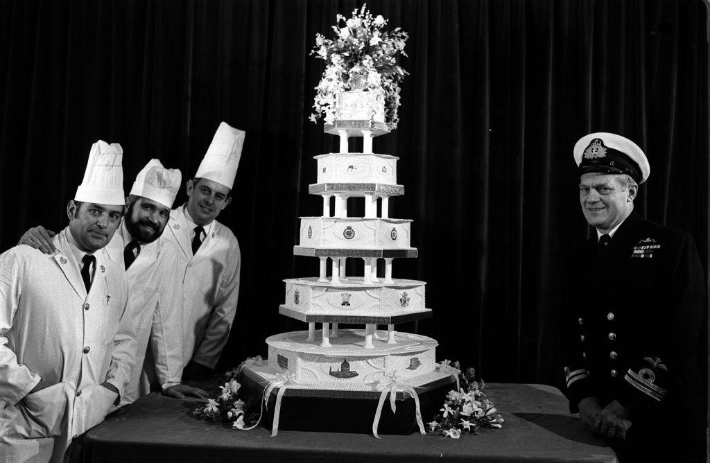 picture-of-princess-diana-prince-charles-wedding-cake-photo.jpg