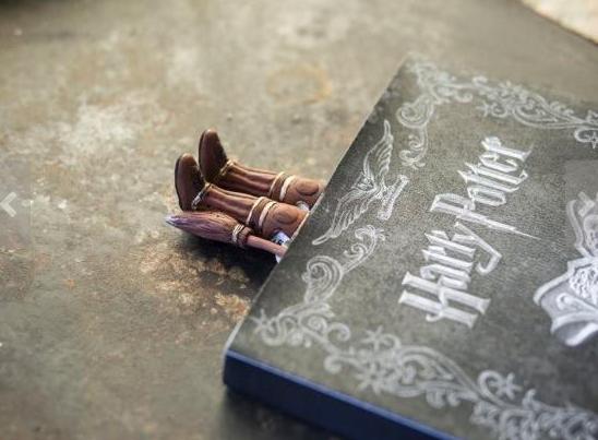 school-supplies-magician-bookmark.png