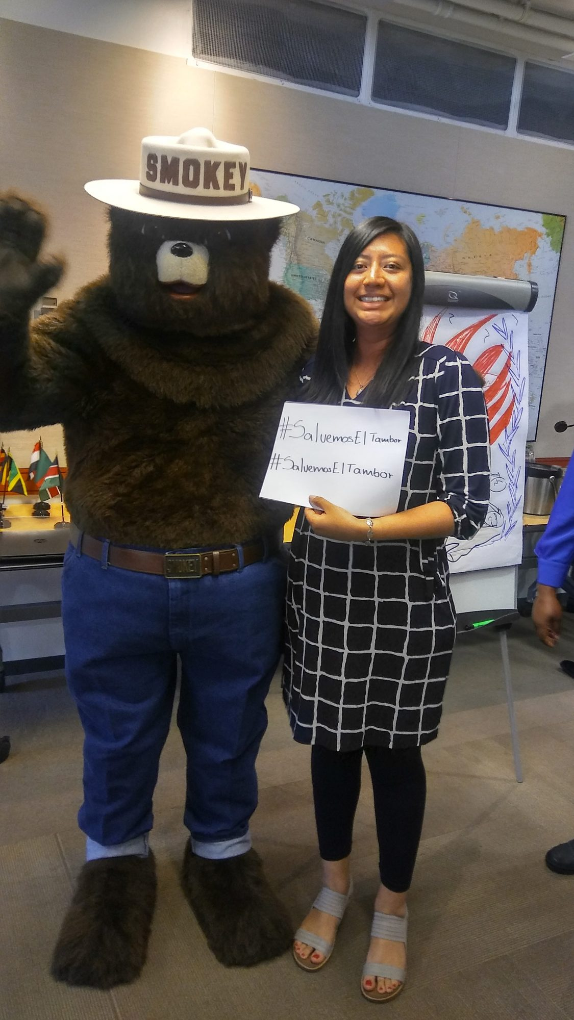 Smokey-Bear-supporting-a-campaign-from-Colectivo-Isla-Verde-e1503612191170.jpg
