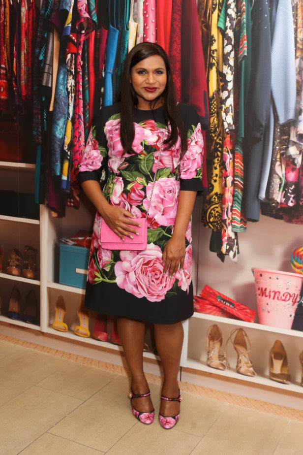 This Is Why Mindy Kaling S Costume Designer Loves Dressing Her On The Mindy Project Hellogiggles