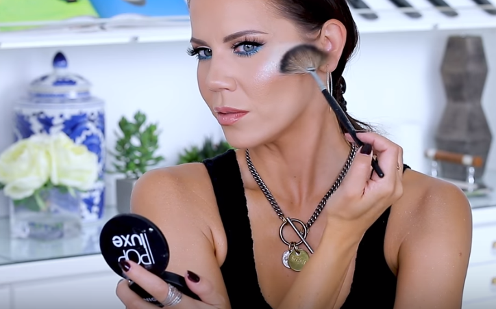 YouTuber Tati applying glow-in-the-dark highlighter