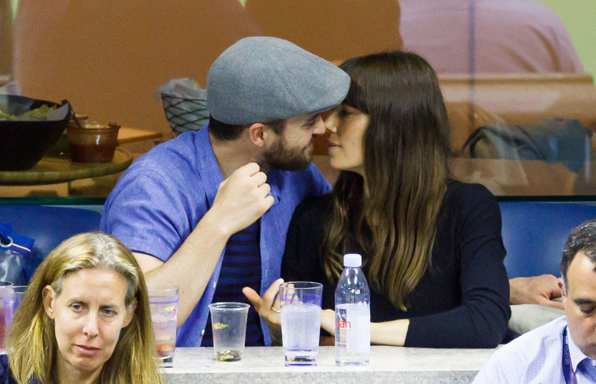Justin-and-Jessica-kissing.jpg