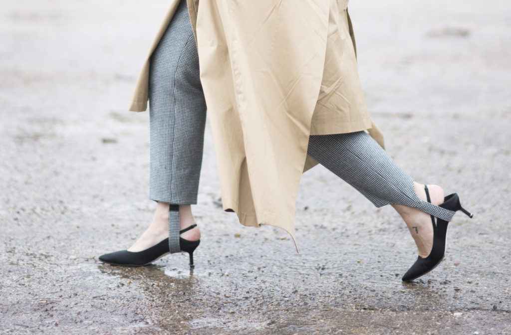 Stirrups pants and kitten heels fashion trends