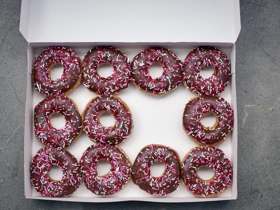 bride-married-doughnuts-bouquet
