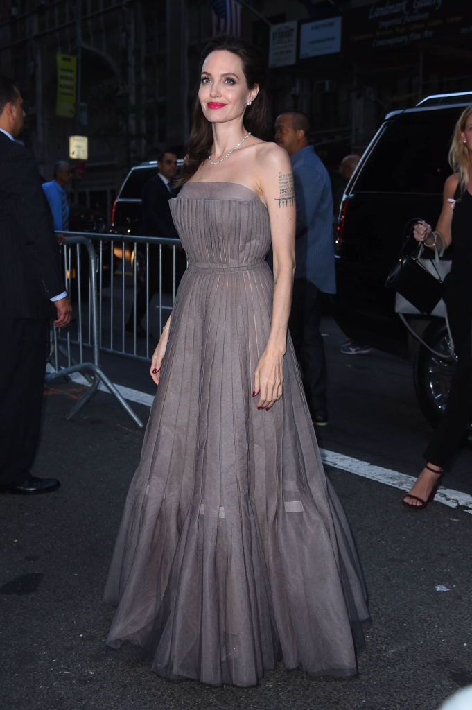 Angelina-Jolie-Princess-Gown.jpg