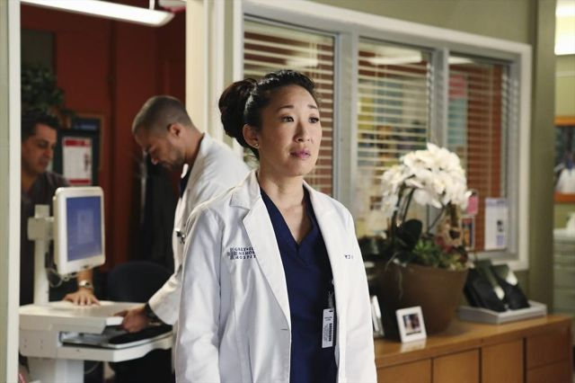"""GREY'S ANATOMY - """"Do You Know?"""" - Cristina imagines the two routes her life can take based on one decision she makes. Meanwhile one of the hospital's patients decides whether or not to live, on """"Grey's Anatomy,"""" THURSDAY, MARCH 27 (9:00-10:00 p.m., ET) on the ABC Television Network. (ABC/Danny Feld)"""