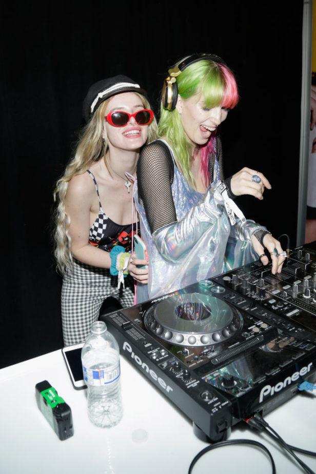 Bella-Thorne-Dani-Thorne-DJs-e1506882867473.jpg