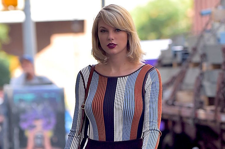 Picture of Taylor Swift Fall Outfit