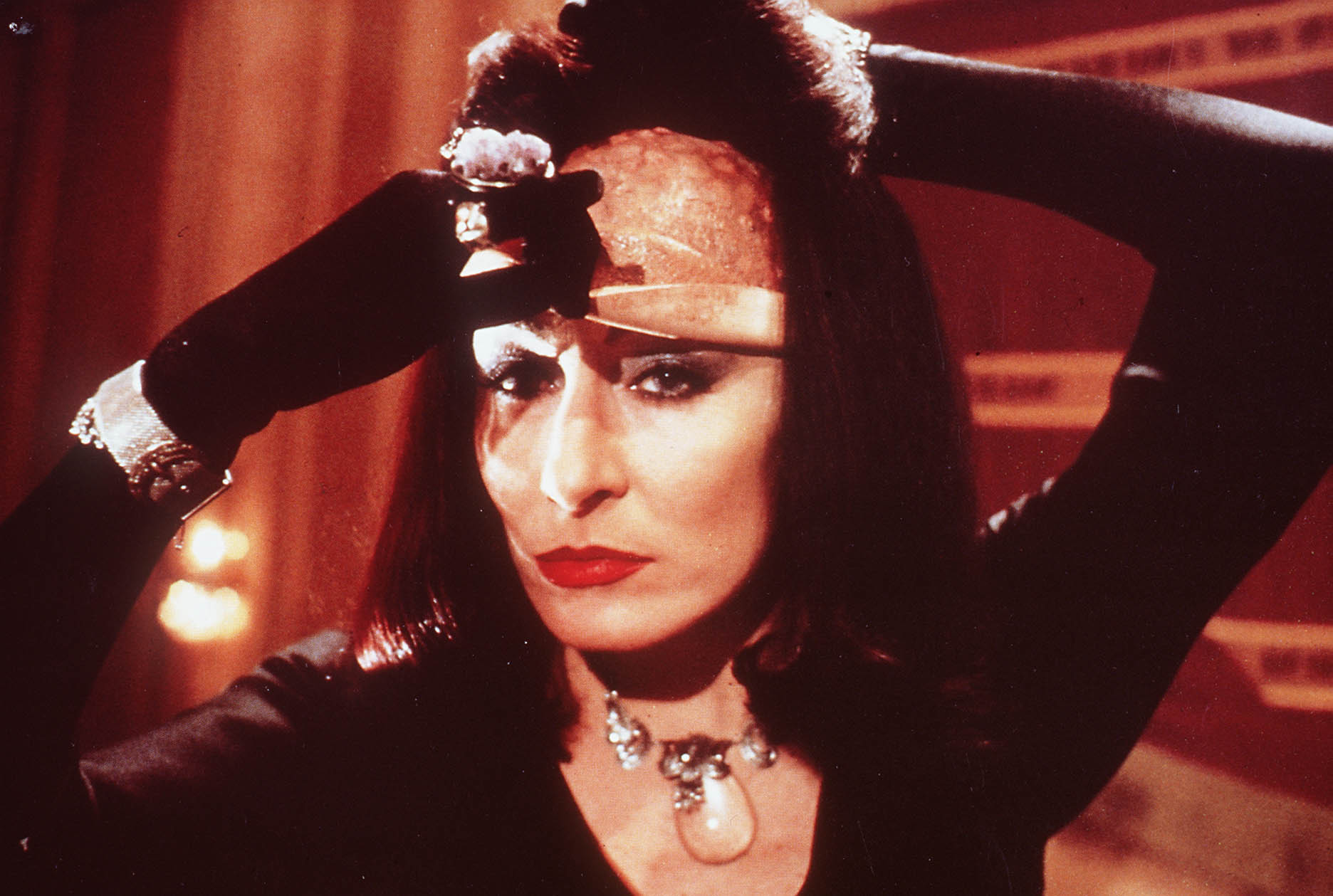the-witches-anjelica-huston