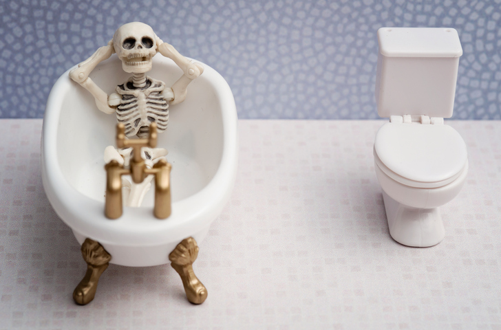 A skeleton relaxing in a bathtub
