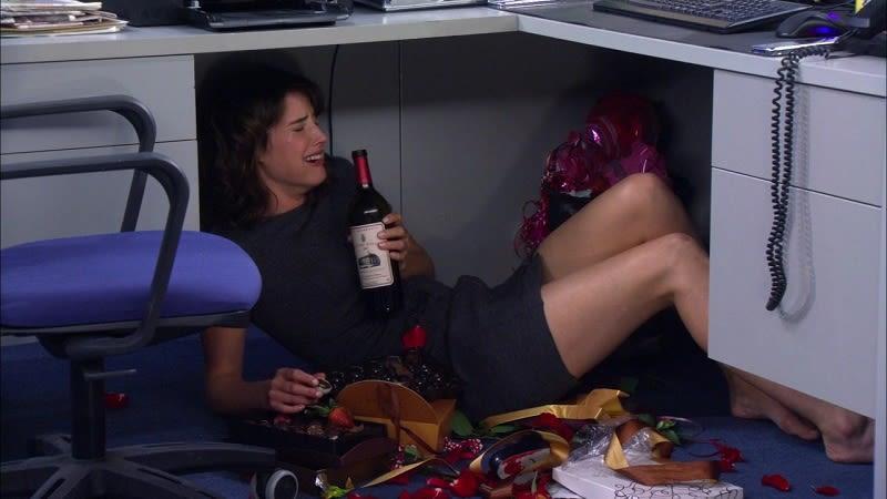 robin-himym-drinking-under-desk