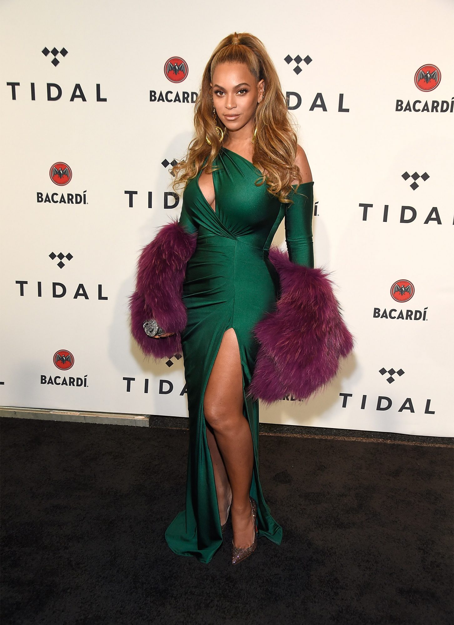 BeyonceWalterMendezdressfurstole.jpg