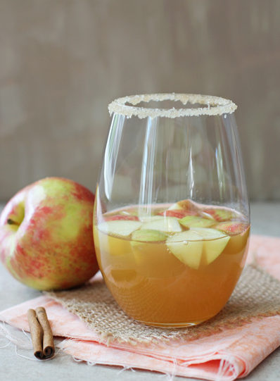Honey_cinnamon_apple_cider_sangria