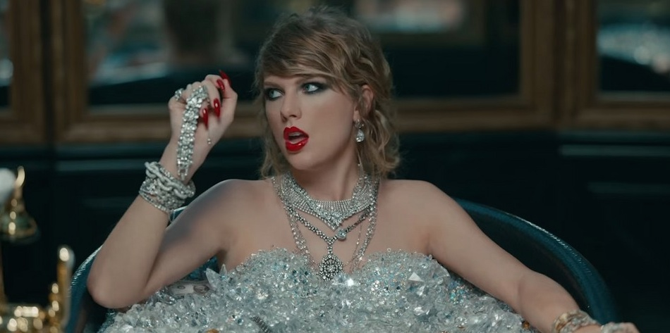 """Taylor Swift """"Look what you made me do"""" bathtub"""
