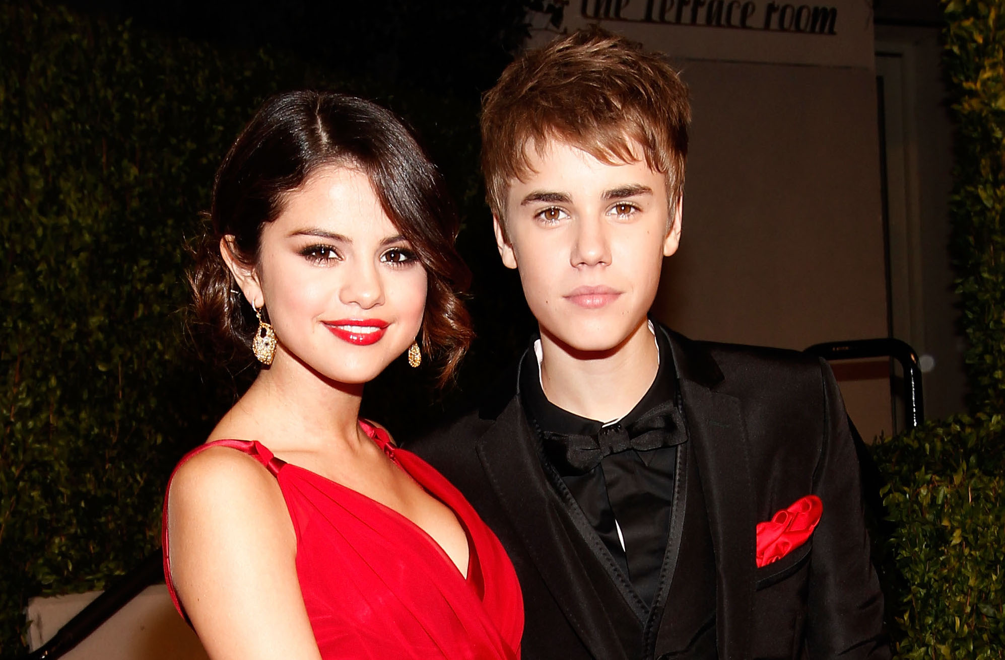 Picture of Selena Gomez Justin Bieber Red Dress