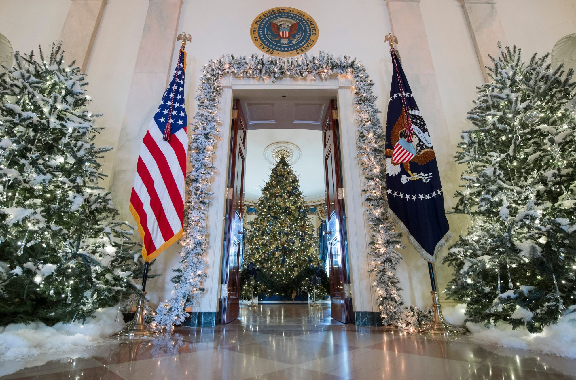 Christmas trees are seen during a preview of holiday decorations in the Grand Foyer of the White House in Washington, DC, November 27, 2017. / AFP PHOTO / SAUL LOEB (Photo credit should read SAUL LOEB/AFP/Getty Images)