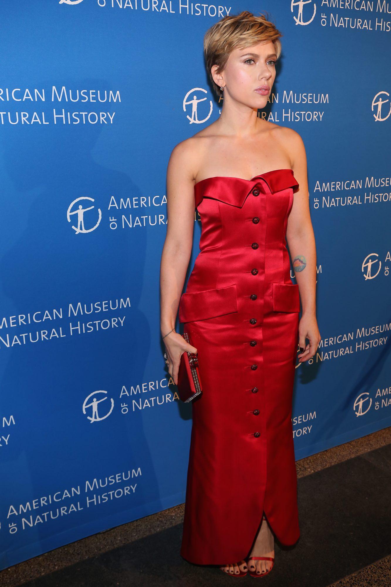 Scarkett-Johannson-red-dress.jpg