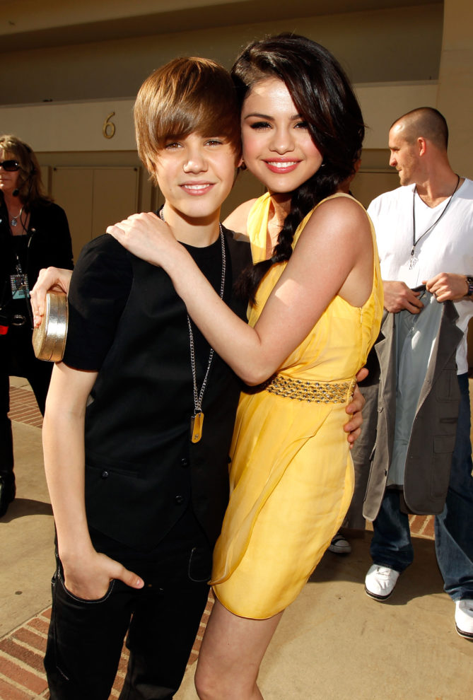 Justin-Bieber-Selena-Gomez-kids-choice-awards-e1512922679365.jpg