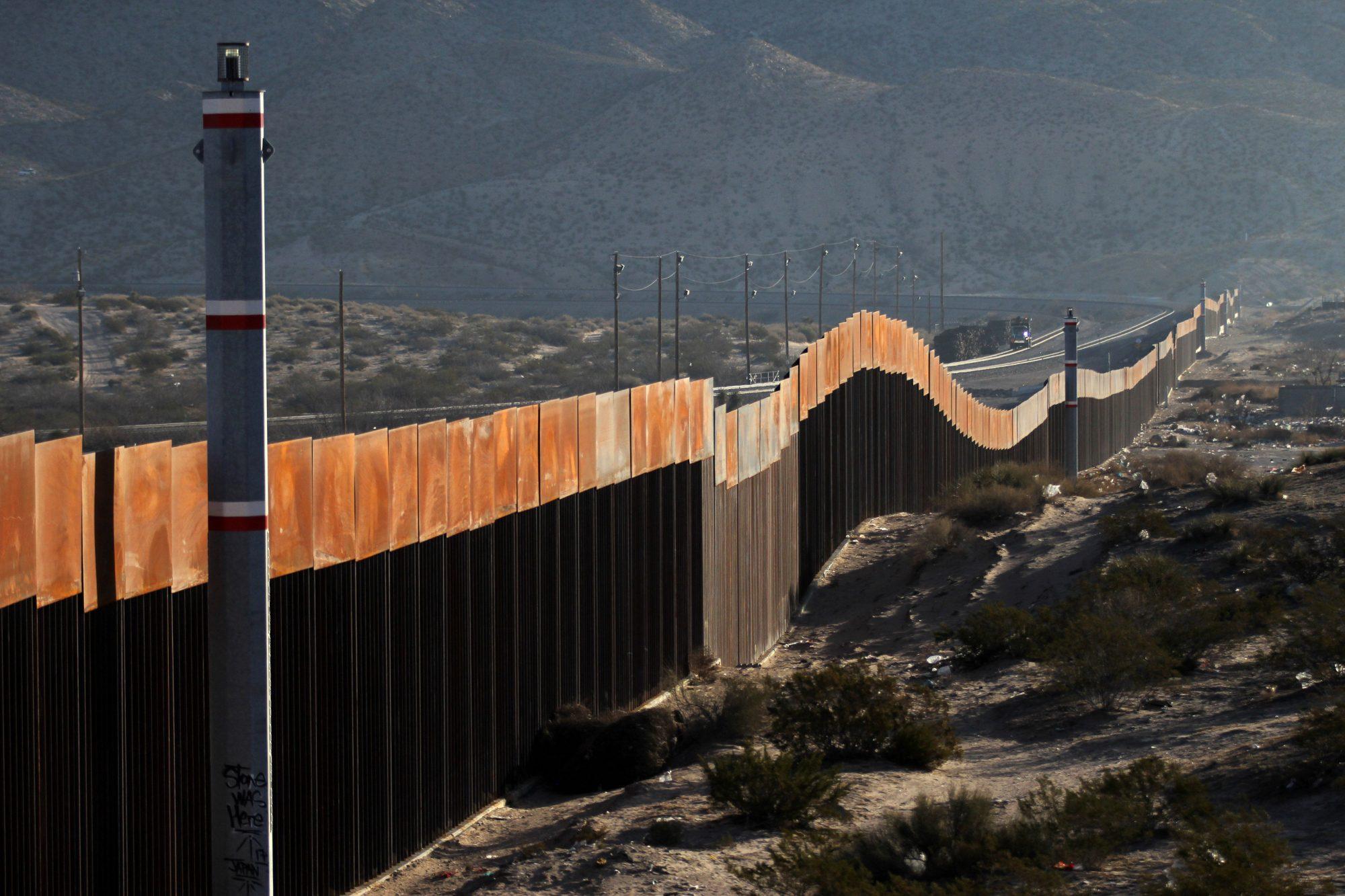 trump-campaign-ad-border-wall.jpg