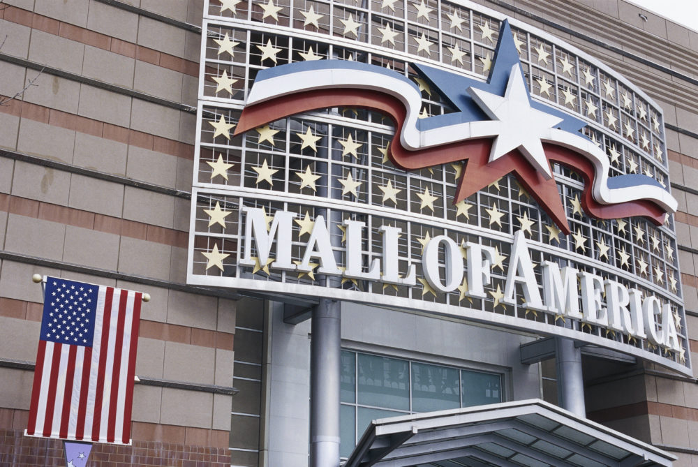 Image of Mall of America sign in Minnesota