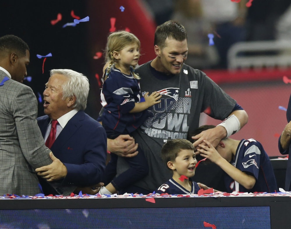 Are Tom Brady S Kids Going To The Super Bowl Here S What We Know Hellogiggles